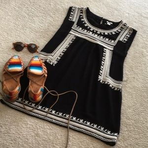 FOREVER21/AZTEC EMBROIDERED B &W TUNIC-DRESS/NEW